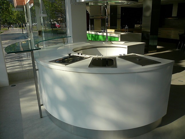 Otra cocina de exposici n cocina semicircular lacada en for Ofertas cocinas de exposicion