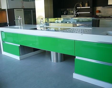 mobiliario de cocina lacado en color blanco y verde cocina berceli modelo cerdea