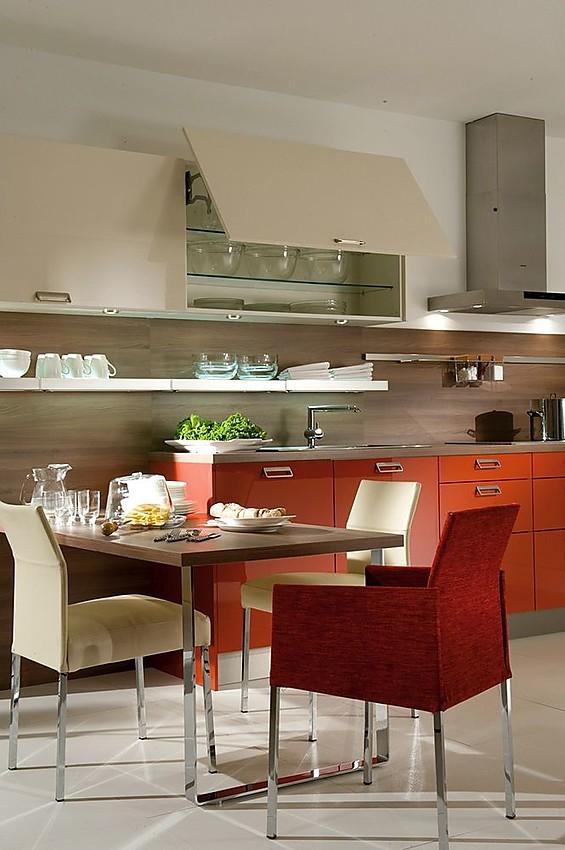Cocina en rojo coral con office - Cocinas con office fotos ...