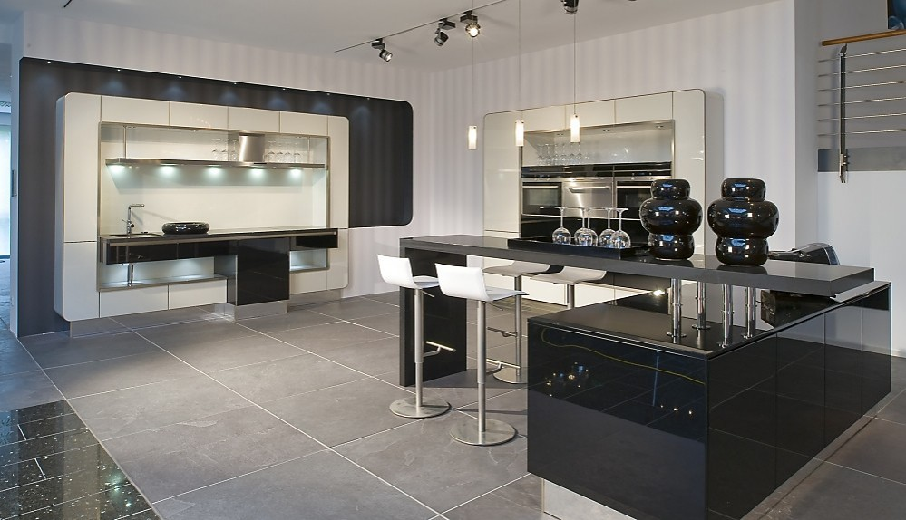Cocina en l en blanco y negro una combinaci n muy actual - Cocinas exposicion ocasion ...
