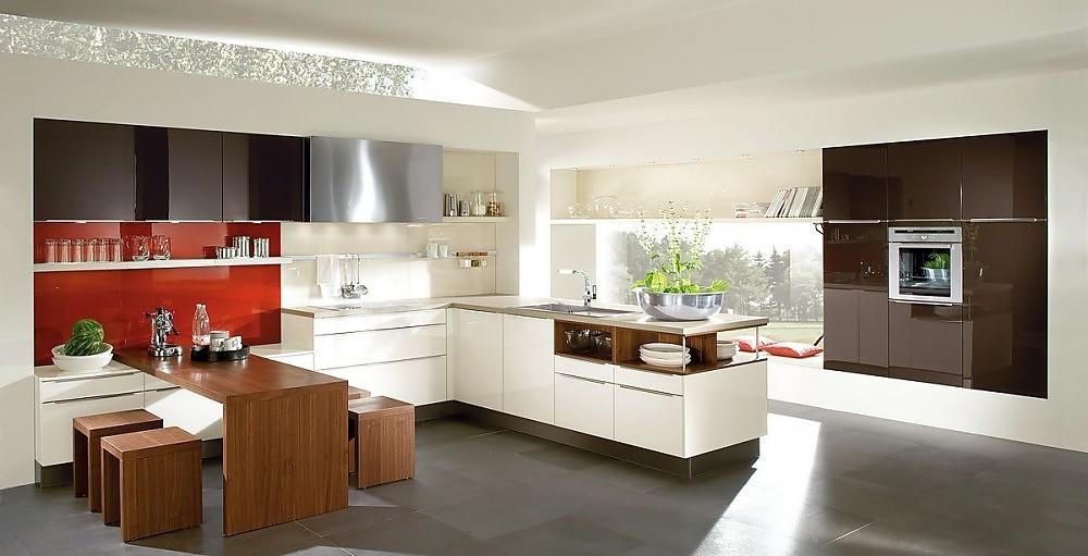 Cocina en l en blanco viejo con columna de - Cocinas con electrodomesticos blancos ...