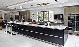 cocina de diseo atractivo con una isla grande y frentes sin tiradore zuordnung stil cocinas