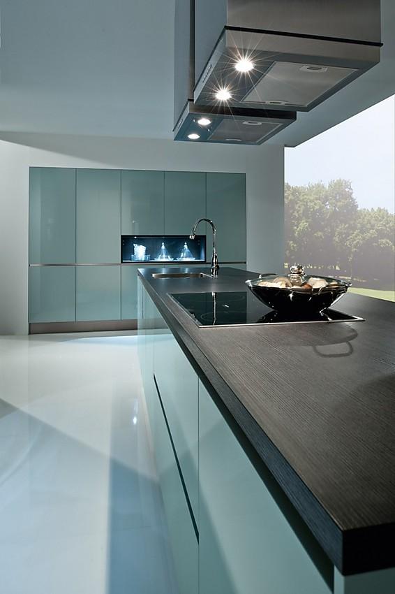 Cocina de dise o minimalista con frentes sin tiradores y for Diseno de cocinas online