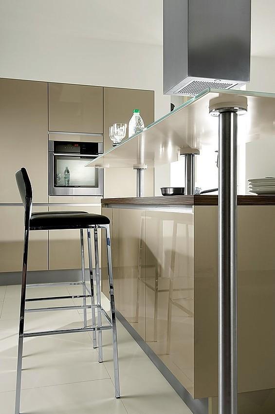 Isla de cocina en champ n con barra en dos alturas - Altura de muebles de cocina ...