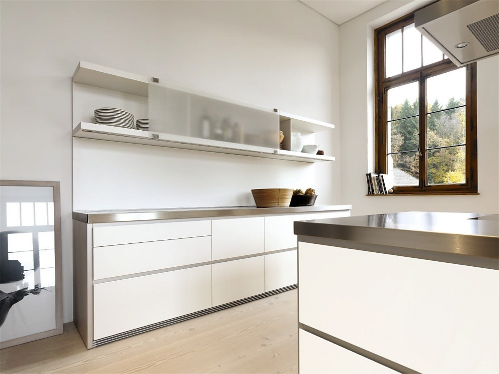 Cocina en blanco y acero inoxidable con isla de la serie b1 for Planificador cocinas online