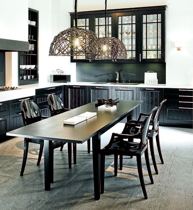 Cocina en l casa en madera negra de roble con office - Moderne essgruppe ...