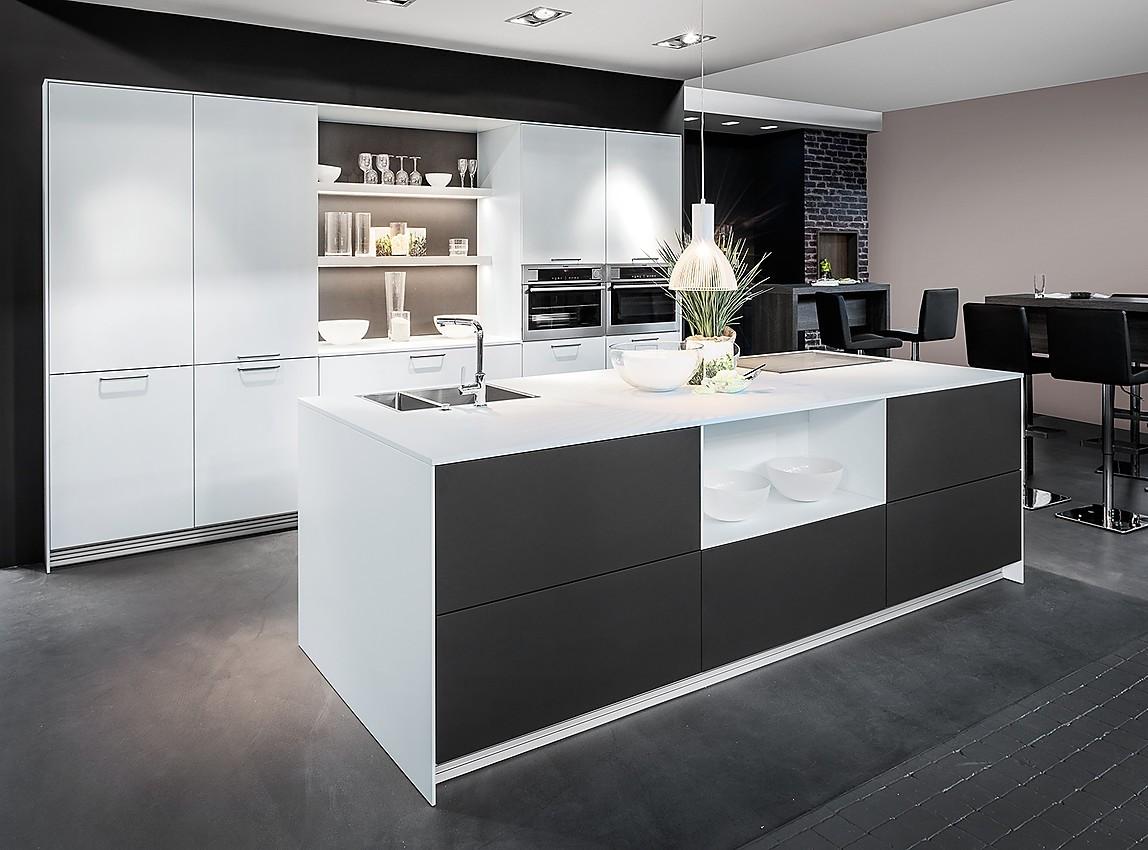 Cocina en isla concrete beton carbon zerox snow laca mate for Islas de cocina y camareras