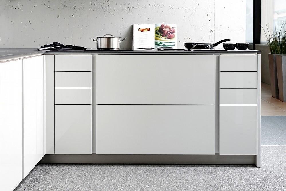 Cocina sin tiradores integra altea en blanco alto brillo for Cocinas sin tiradores
