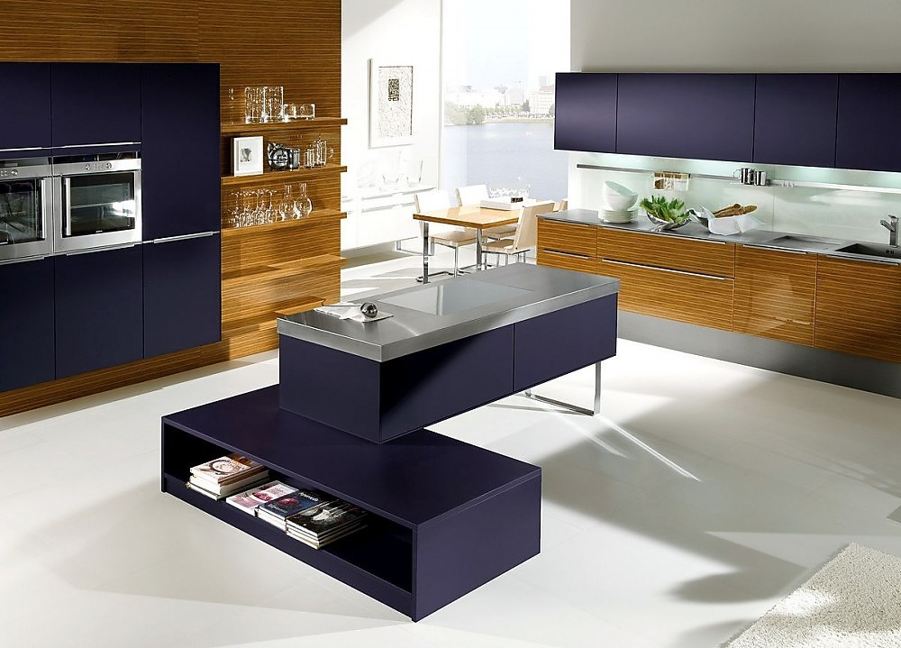 Isla de cocina con office en zebrano y morado for Cocinas con office