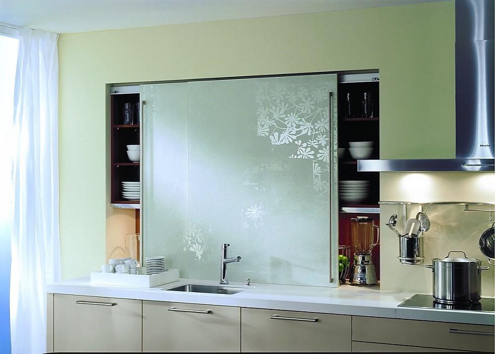 Armario despensero con puertas correderas de cristal con - Cocinas con puertas de cristal ...
