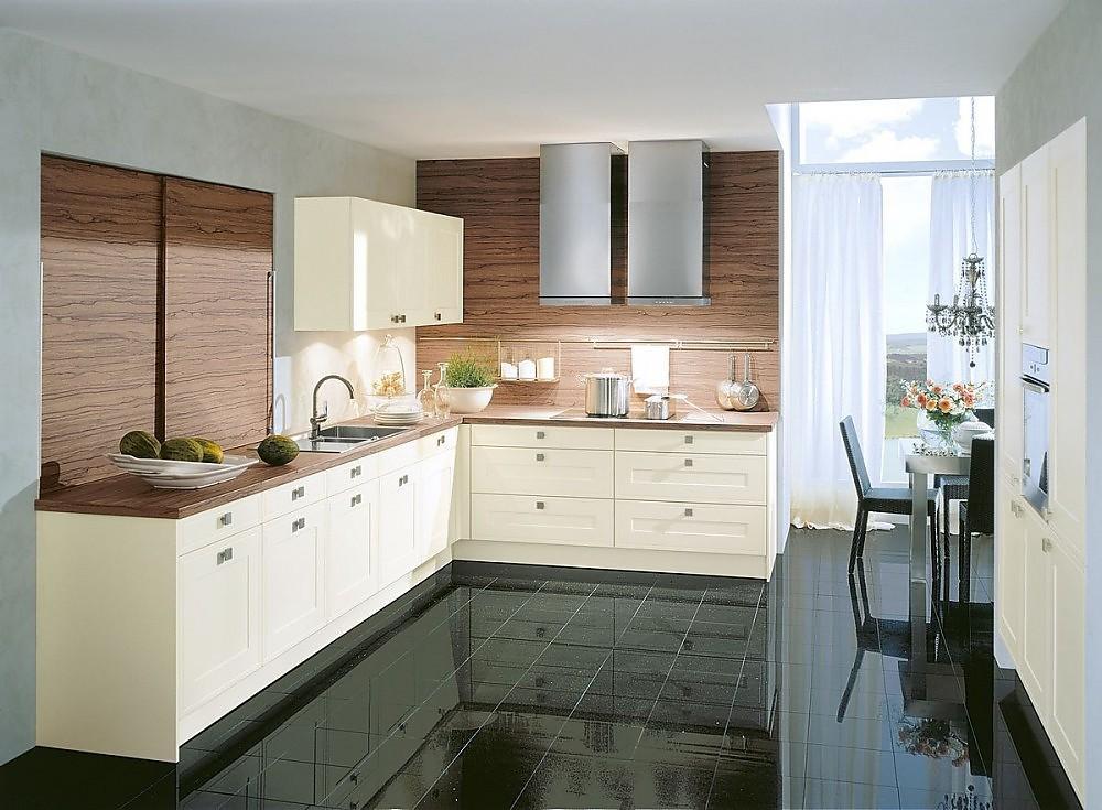 Cocina en l en blanco viejo con encimera y entrepa os en for Muebles de cocina en l