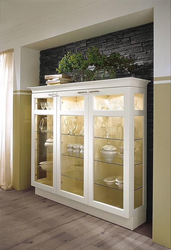 Armario de pared en blanco viejo con puertas de cristal - Armario con puertas de cristal ...