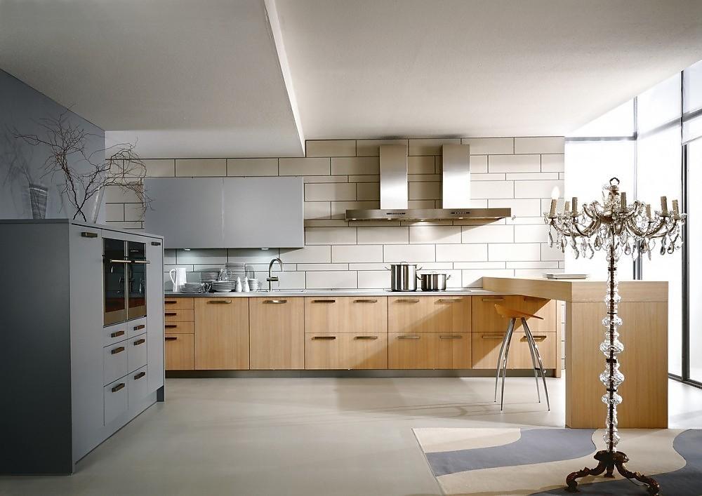Cocina finca saturn en madera clara y barra - Cocinas de madera modernas ...