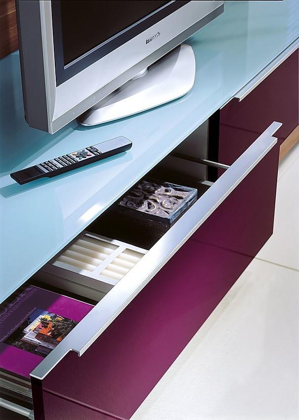 Mueble para el televisor en berenjena con la superficie de - Mueble para el televisor ...
