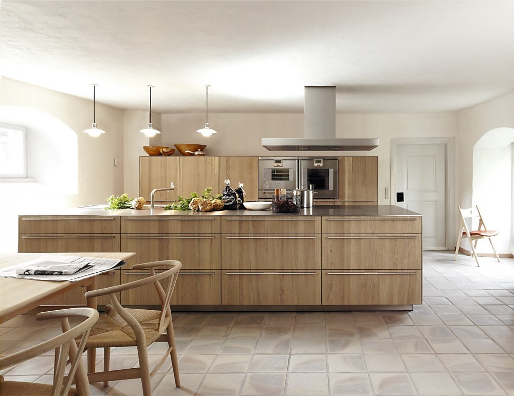 Cocina con isla en roble gris natural de la serie b3 for Cocinas sobre diseno