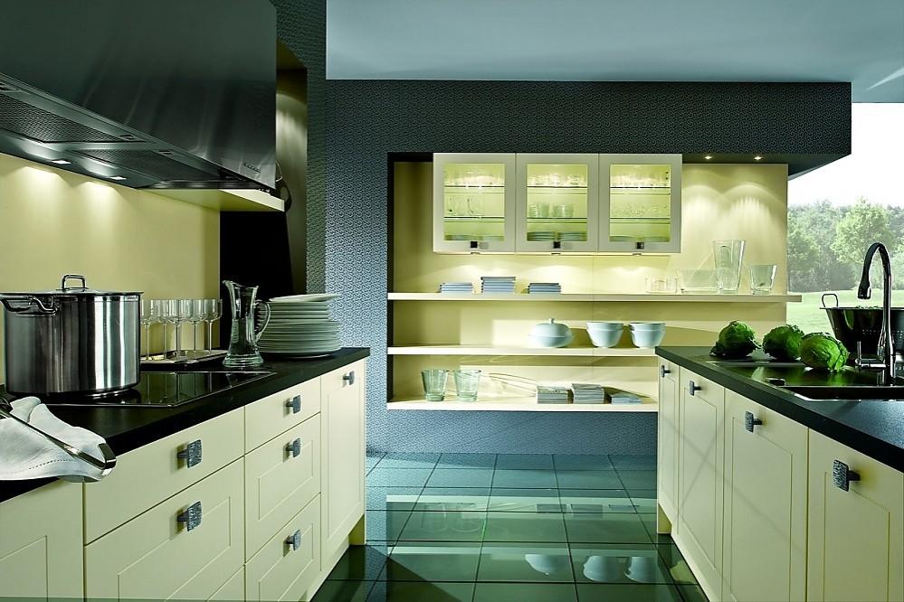 Isla de cocina cl sica con armarios de cristal y for Planificador cocinas online