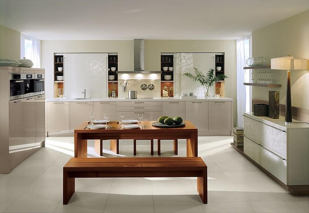 Cocina en l nea en alto brillo con aparador con puertas de for Cocinas en linea