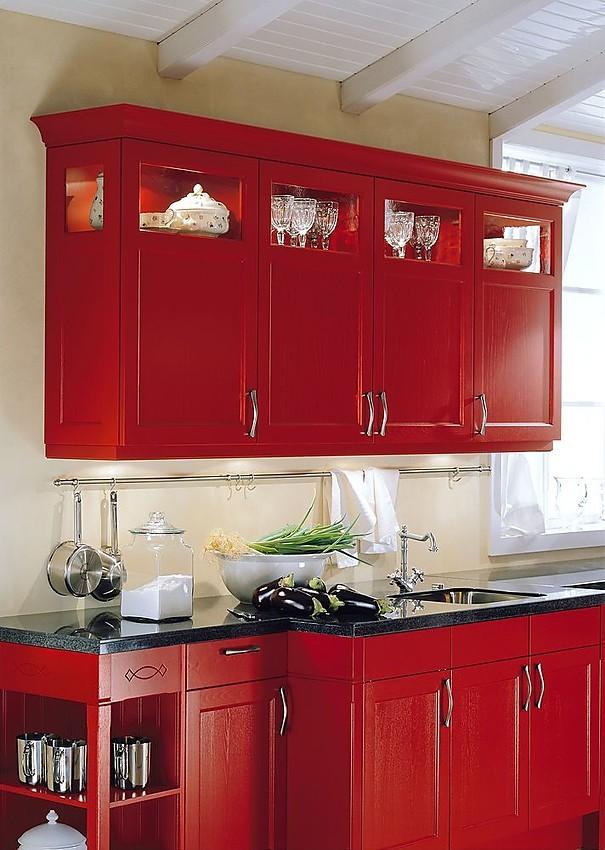 Cocina en l nea con armarios altos en rojo carm n - Armarios de cocina altos ...