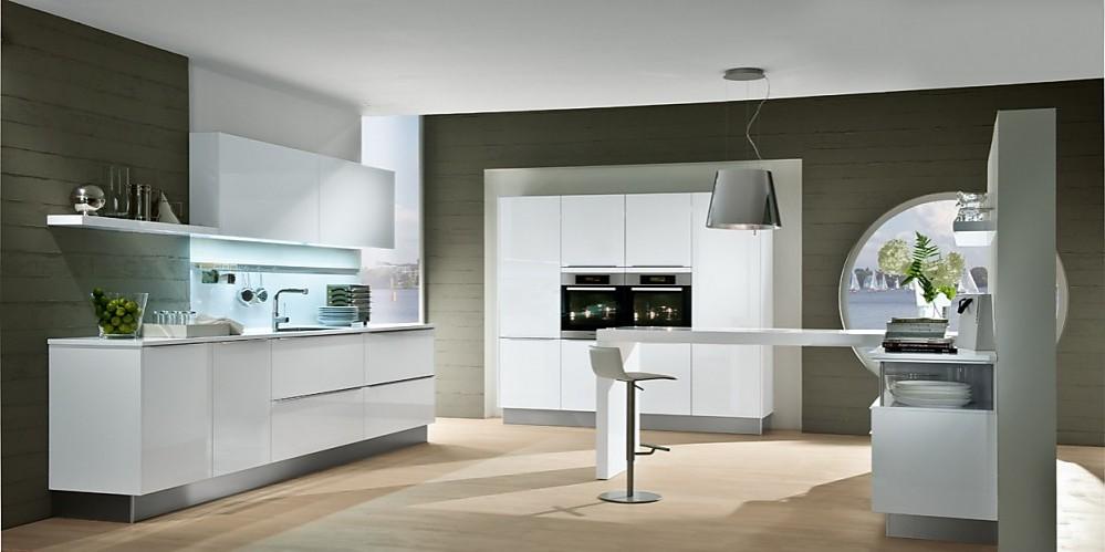 Modelo de cocina blanca de diseño de líneas puras