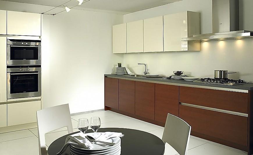 Cocina en l nea cubica lucido blanco alto brillo madera oscura - Cocinas exposicion ocasion ...