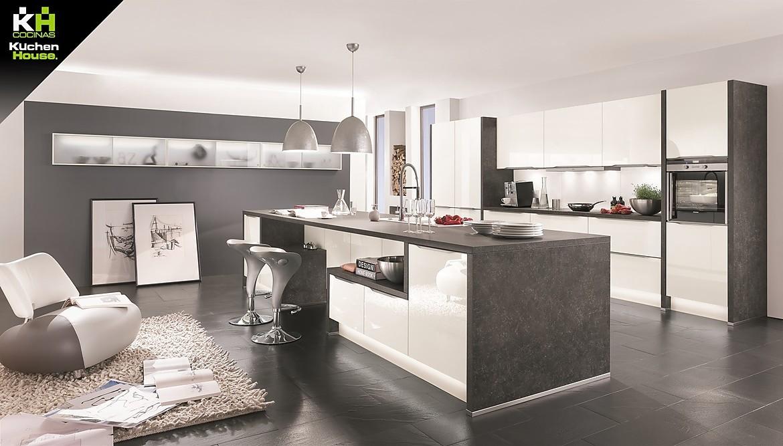 Cocina comedor abierta a la sala de estar en blanco y gris piedra ...
