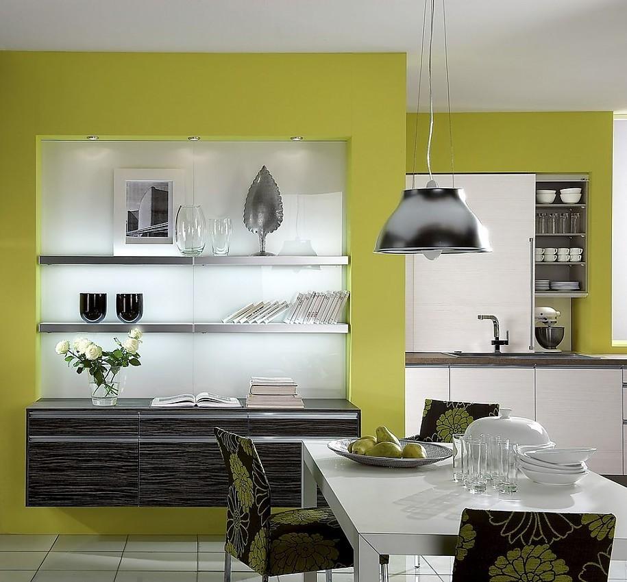 Cocina americana con mesa de comedor y aparador de madera for Mesas de cocina blancas y madera