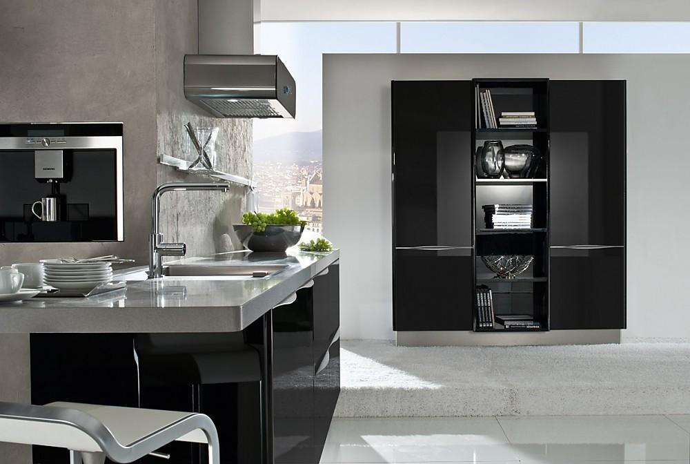 Isla de cocina en negro con detalles en acero for Islas de cocina y camareras