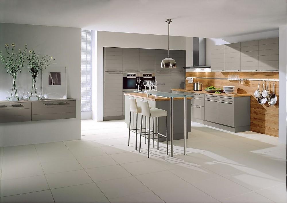 Isla de cocina y columna de electrodom sticos en gris piedra for Planificador cocinas online