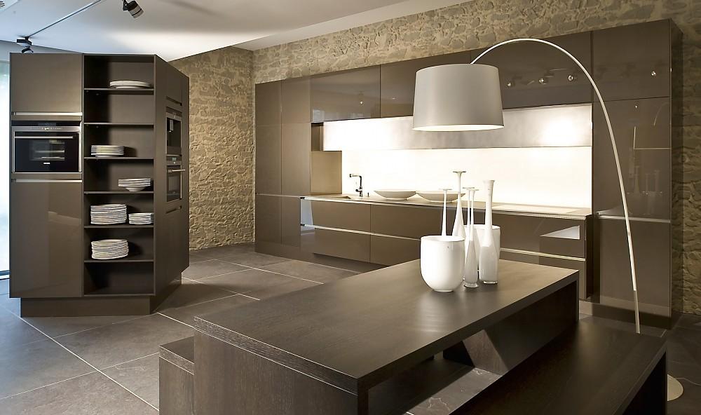 Cocina en l nea sin tiradores con armario collumna - Tiradores armarios cocina ...