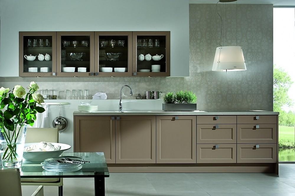 Cocina en l nea de estilo cl sico con frentes enmarcados - Cocinas en linea ...