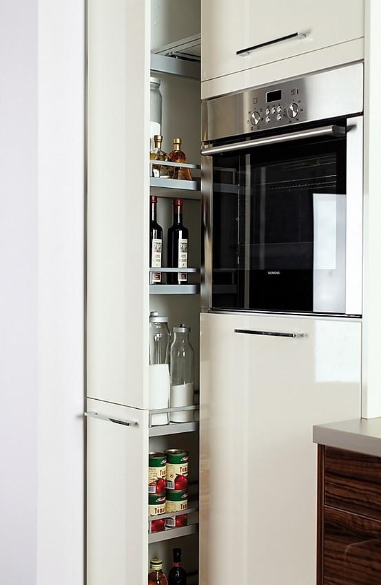 Armario columna de electrodomésticos integrados en blanco con ...