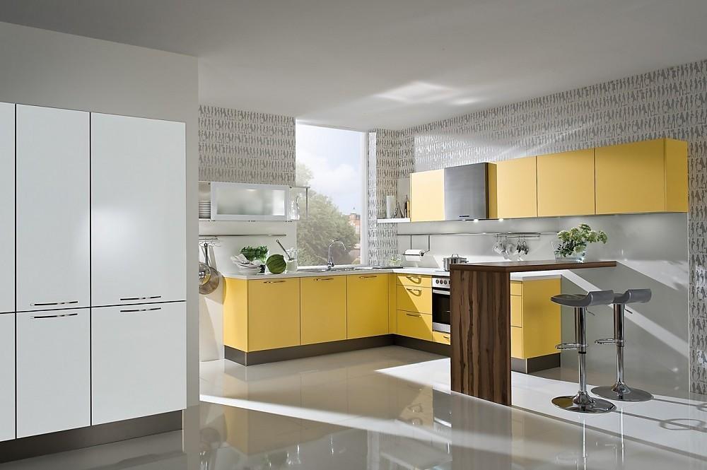 Cocina en l con una combinaci n de colores muy especial for Cocinas en l modernas