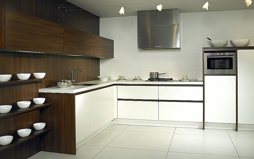 Cocina en l luxio mx en blanco y madera oscura - Cocinas exposicion ocasion ...