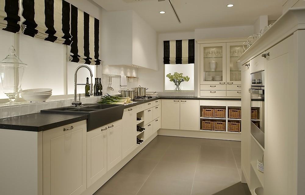 frentes blancos combinados con encimeras de negras zuordnung stil cocinas rsticas planungsart cocinas con